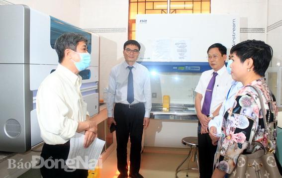 Dàn máy xét nghiệm đã được cài đặt tại khoa Xét nghiệm Trung tâm Kiểm soát bệnh tật tỉnh để sẵn sàng xét nghiệm từ ngày 4-2