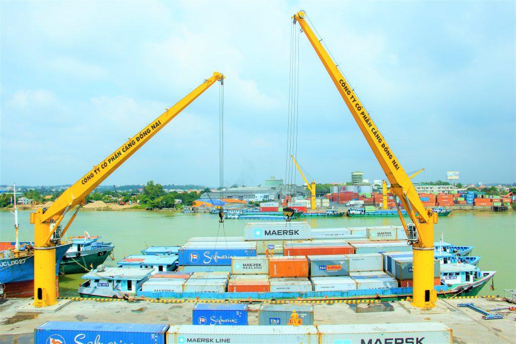 Khai thác hàng container tại Cảng Đồng Nai – đơn vị thành viên của Sonadezi